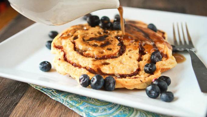 how to make cinnamon bun pancakes